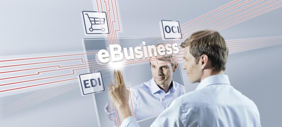 Person zeigt auf Bosch Rexroth eShop Logo