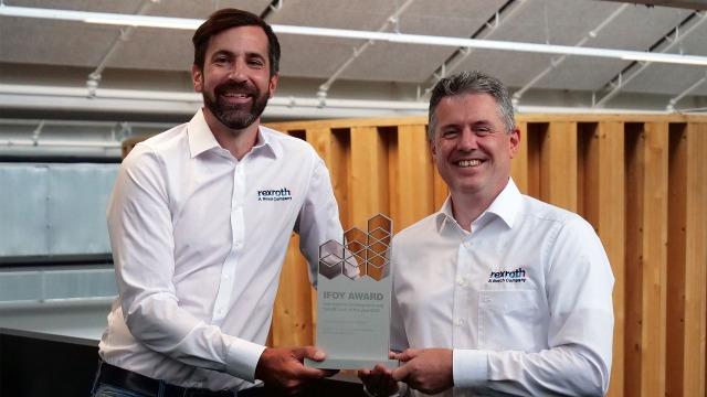 Christopher Parlitz en Jörg Heckel met de IFOY Award