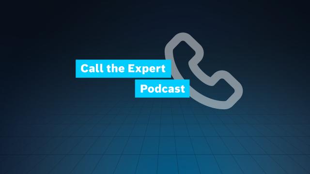 Die Titelboxen Call the Expert und Podcast werden zusammen mit einem Telefonhörersymbol auf einem Gitternetz dargestellt.