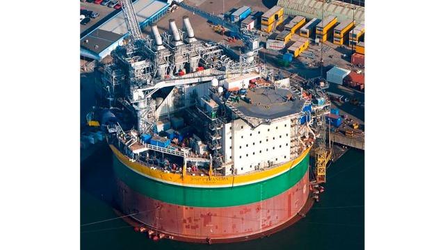 Crane drive for oil tank platform