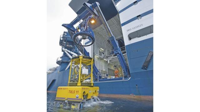 Underwater robot winch drive